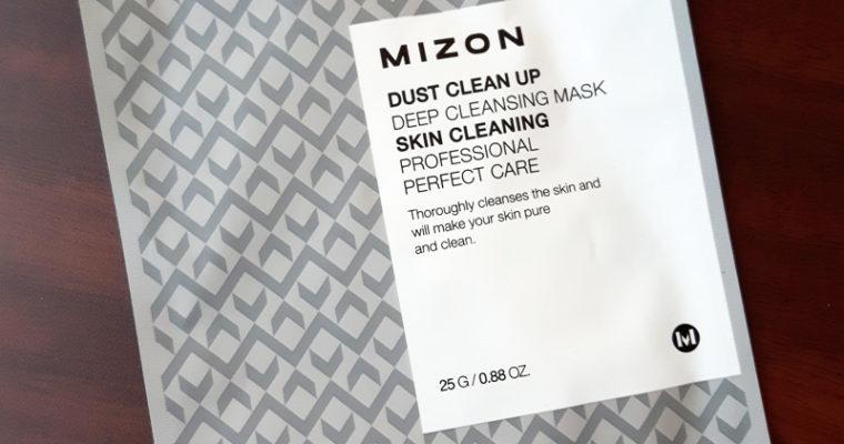 Kasvojen puhdistusta naamiolla – Mizon Dust Clean Up Deep Cleansing Mask